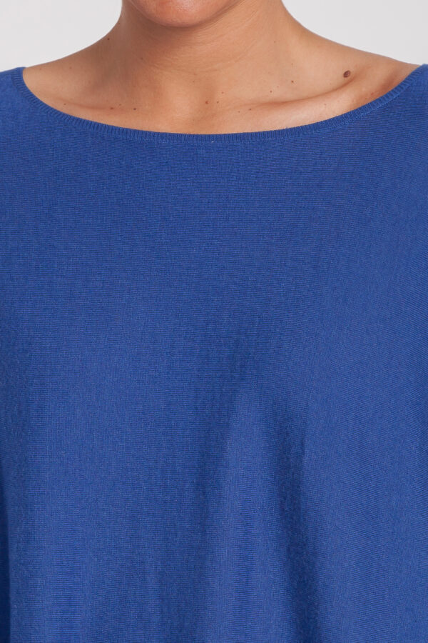 poncho caja-mujer-cashmere ultrafino-color azul añil-detalle-again cashmere